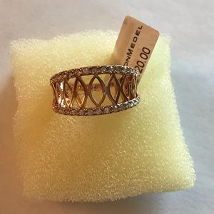 Rose gold metal and crystal ring